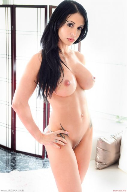 Голые брюнетка секс фото #3