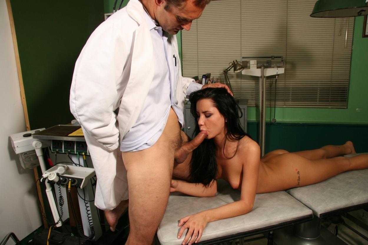 порно странный доктор осматривает