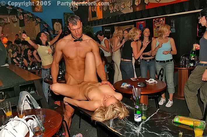 девку на трахет вечеринку стриптиз