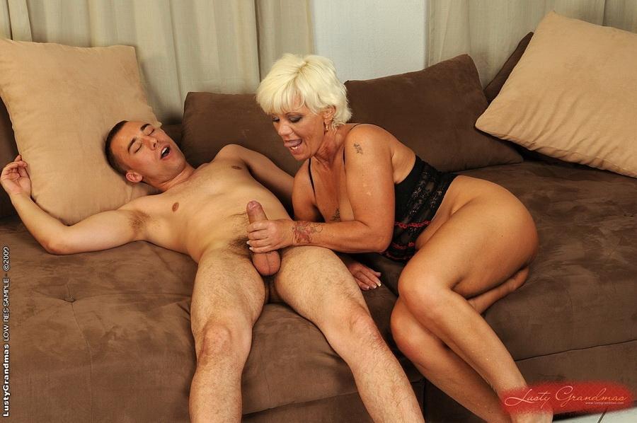 пожилая женщина и молодой парень анал