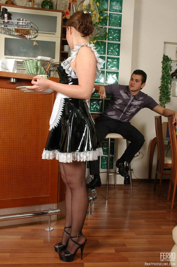 Женские трахнул служанку в колготках на столе фото поцелуй