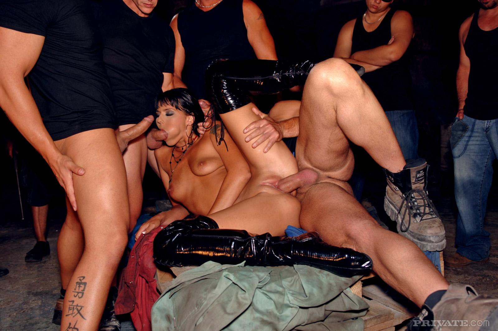 Трахнули дома на вечеринке, Домашние Русские Вечеринки (найденопорно видео.) 10 фотография