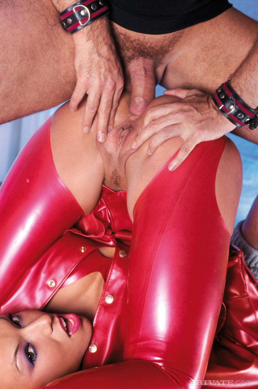 Порно онлайн в красном платье, порно видео секс по скайпу онлайн
