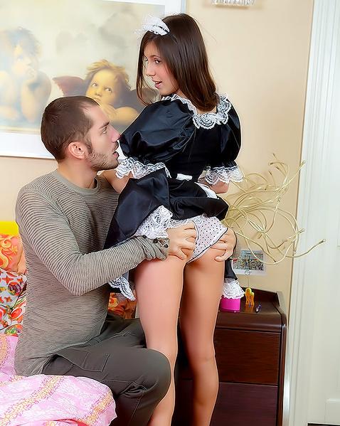 Юный пацан домагается до служанки порно